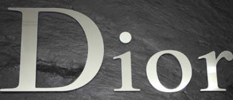 Logo aus Polystyrol verspiegelt