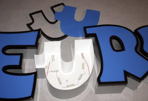 B3D-Studio: LED Buchstaben, 3D Logos, Leuchtbuchstaben, Profilbuchstaben, Profil 3 Buchstaben, Lichtwerbung,  Werbetechnik, Werbeanlage, Lichtreklame