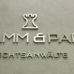 3D Buchstaben Logo aus Metall - Plexiglas Sandwich