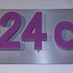 3D Hausnummern aus PVC Hartschaum auf Schildtafel