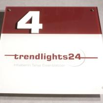 Acrylglas Schild mit 4-farbigen Hinterglas Foliendruck