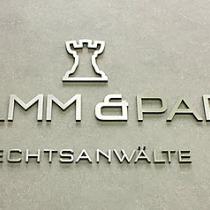 Plexiglas Text / Logo, Front mit Edelstahl
