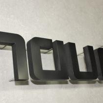 3D Buchstaben aus lackiertem PVC-Hartschaum